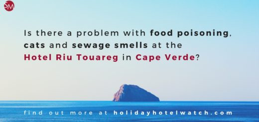 Is there a problem with food poisoning, cats and sewage smells at the Hotel Riu Touareg?